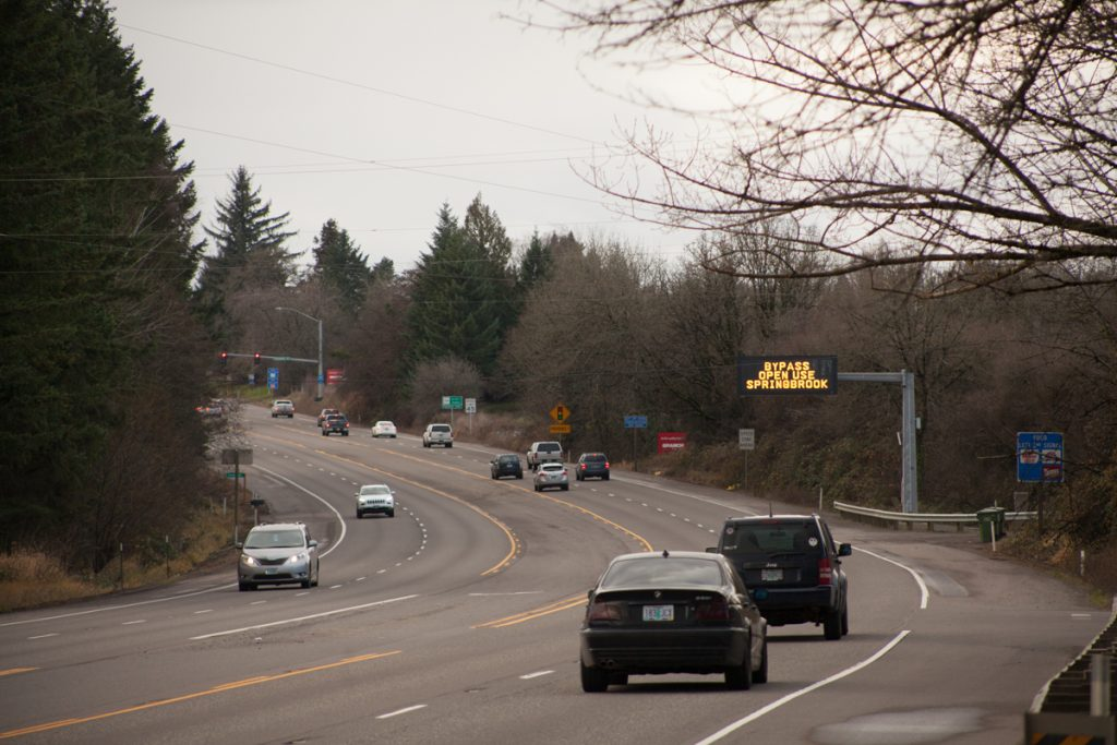 A VMS on OR-99W southbound just outside Newberg announcing the bypass' opening.